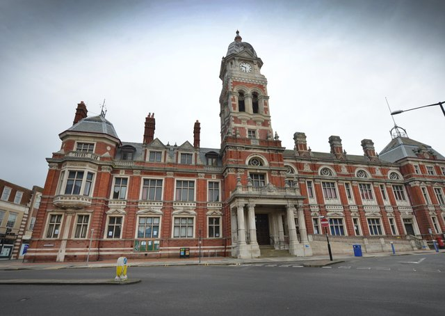 Eastbourne Town Hall SUS-210216-141547001