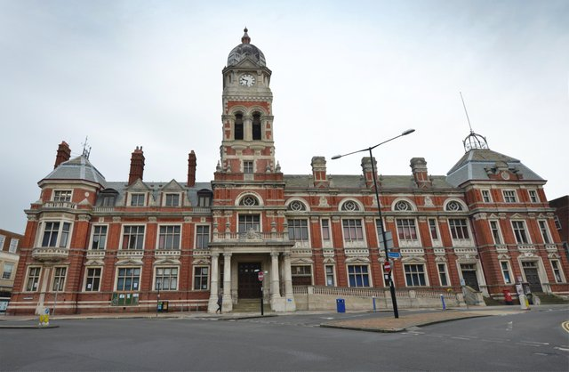 Eastbourne Town Hall SUS-210216-141600001