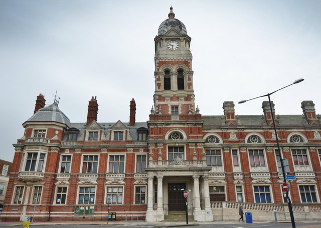 Eastbourne Town Hall SUS-210216-141612001