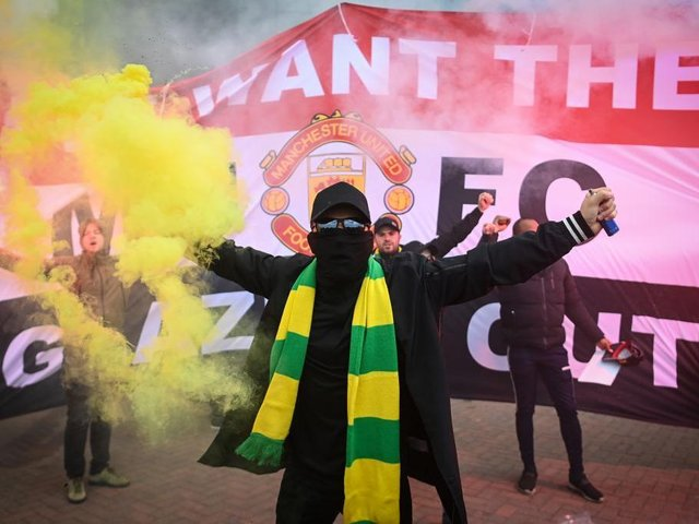 Manchester United fans continue to protest against the Glazer family ownership