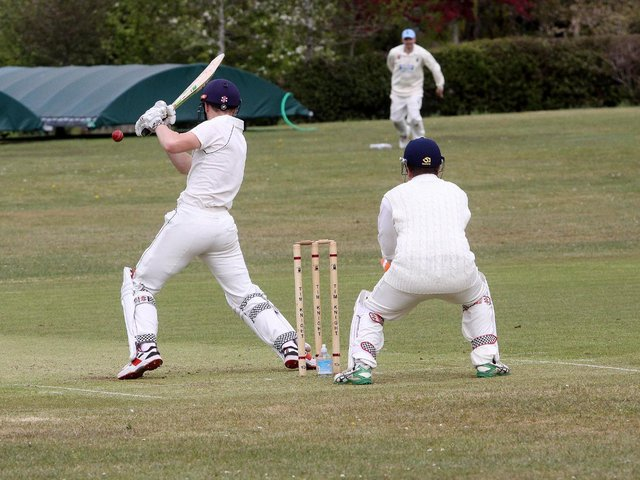Isfield take on Hastings seconds / Picture: Ron Hill