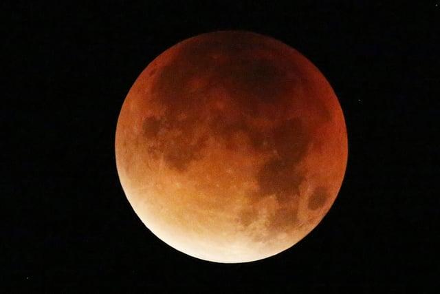 Super Blood Moon in Worthing - September 28, 2015 SUS-150929-125647001