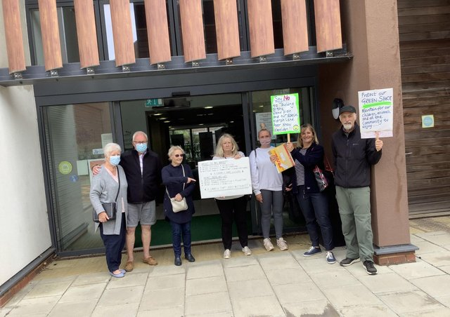 Marshfoot Lane campaigners handing in the petition today (June 24) SUS-210624-123607001