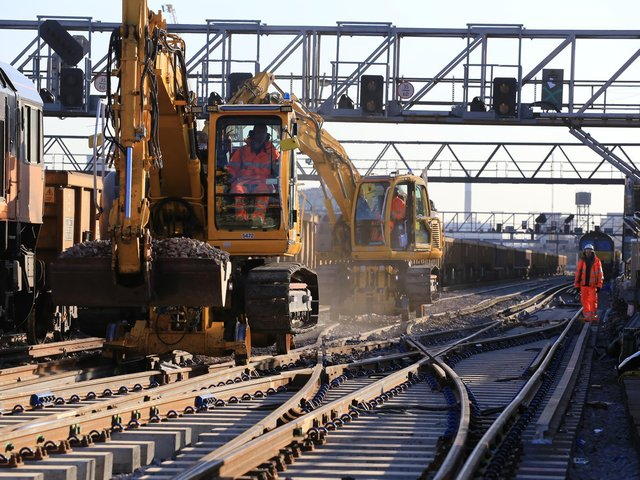 The railway between Three Bridges, Brighton and Lewes will close for 9-days from Saturday 19 to Sunday 27 January 2022, to deliver track replacement work and build a new underpass.